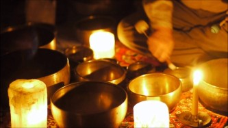 singing-bowls-candle-light